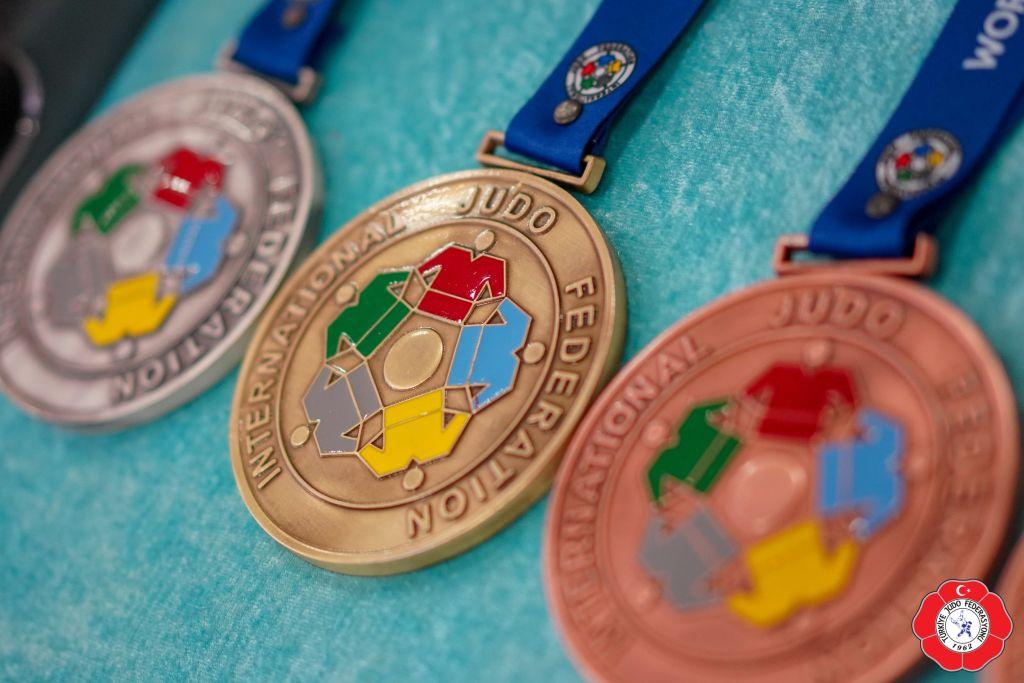 20190405_antalya_day1_tjf_medals_dem03758